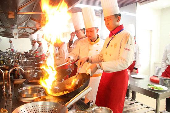 青海新东方烹饪学校-学技术-选学校