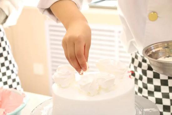 青海新东方烹饪学校-学蛋糕-学西点