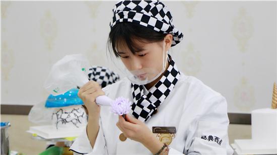 青海新东方烹饪学校-女生-学西点-待遇好